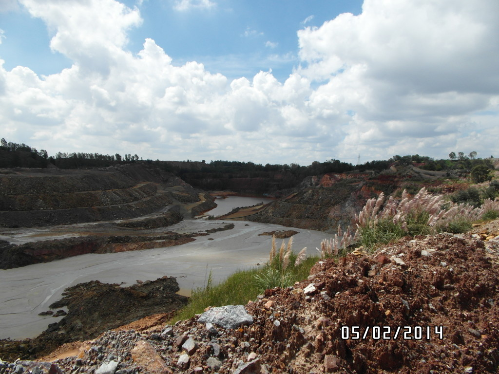 "(5) The unnatural landscape in Kagiso due to mining. This is what Mariette calls the ""legacy of mining"". (Photo: Anina Mumm)"