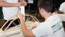 Die wenspan van Hoërskool Brackenfell in aksie tydens die jaarlikse brugboukompetisie: Foto: SAICE