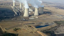 A coal-fired power station in Mpumalanga. Image from Wikimedia Commons.
